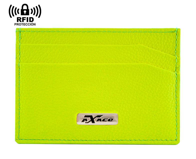 Tarjetero de color flúor hecho en piel de ubrique por expertos artesanos. Bloqueo RFID incorporado para proteger las tarjetas.